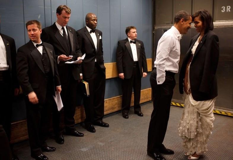 Medanoke.com - Barack dan Michelle Obama Memasangkan Jasnya Ke Ibu Negara Dalam Perjalanan Mereka ke Inaugural Bali Pada 2009