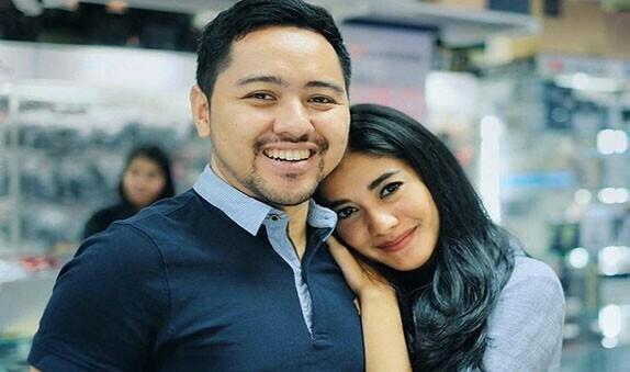 medanoke.com - Naysila Mirdad dan Kekasihnya