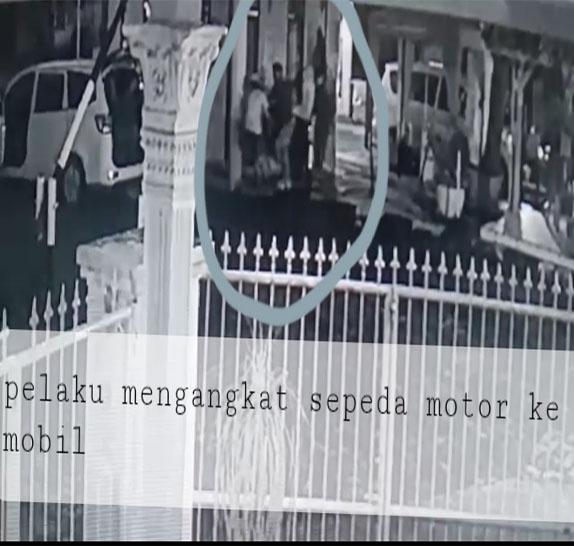 Viral Rekaman CCTV,  Maling Kelas Kakap Curi Teri