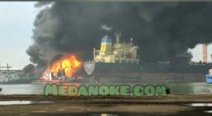 medanoke.com - Kapal Terbakar di Pelabuhan Belawan, ABK Kapal Berusaha Di Evakuasi (1)