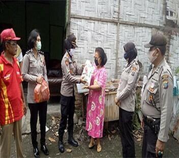 Polwan Berbagi Wakapolsek Percut Sei Tuan   Terus Salurkan Bantuan Untuk Hadapi Pandemi