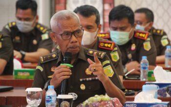 Medanoke.com - Plt Kejaksaan Tinggi Sumatera Utara Aditia Warman Menyampaikan Keluhan ke Komisi III DPR RI