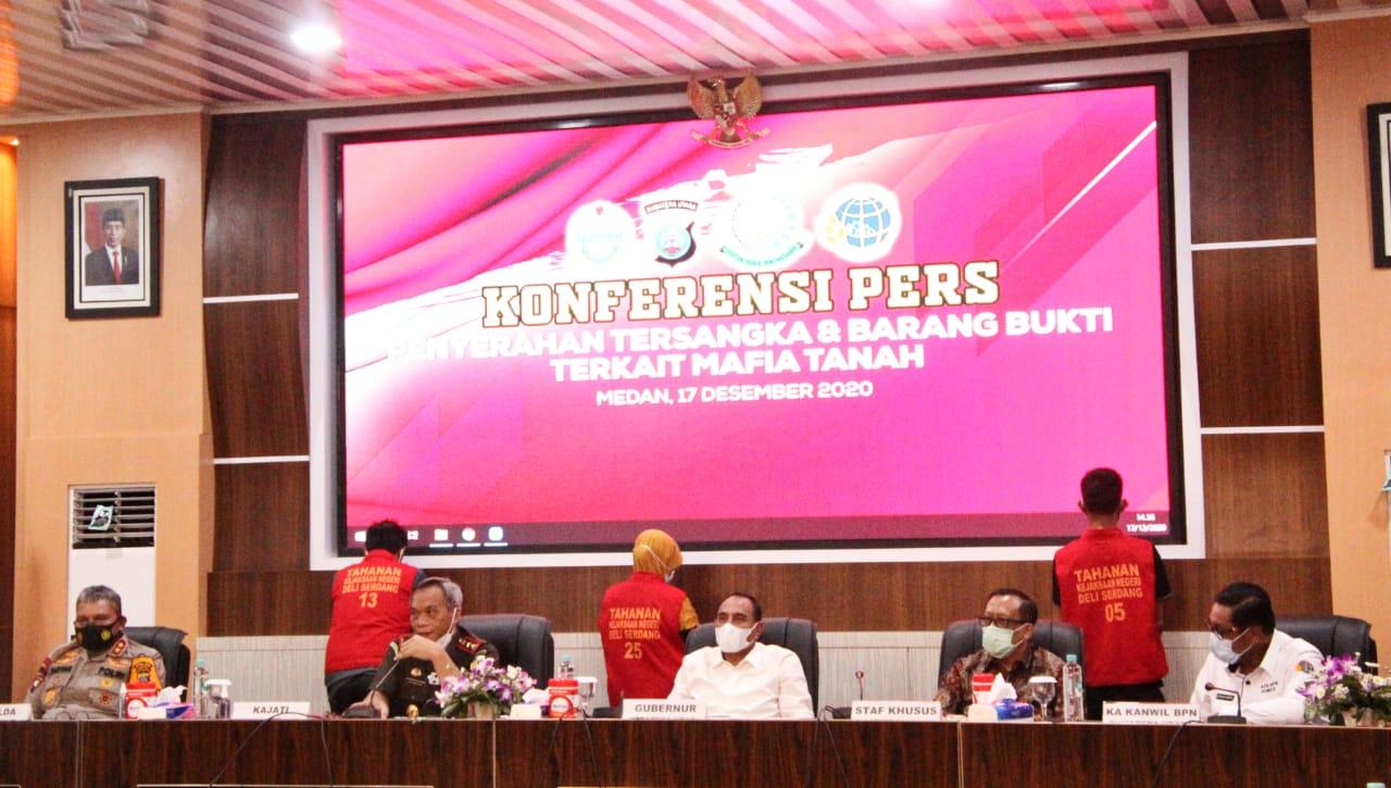 Medanoke.com - medan, Polda Sumut Serahkan Tersangka dan Barang Bukti Perkara Mafia Tanah 'Sport Center' ke Kejati Sumut