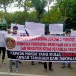 medanoke.com - Mahasiswa Demo Pengadilan Negeri Medan